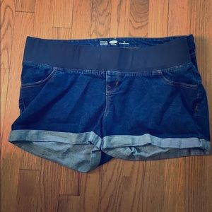 Old navy semi-fitted Maternity shorts